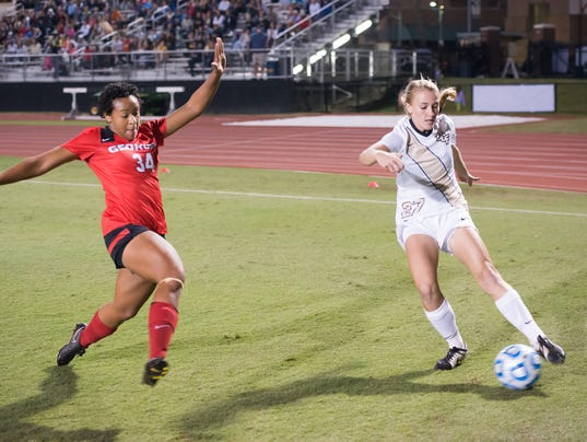 635517515545950009-Womens-Soccer-vs-Georgia-Bulldogs-12