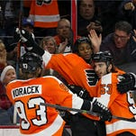 Wayne Simmonds, center, scored two goals in the Flyers' comeback win over St. Louis.