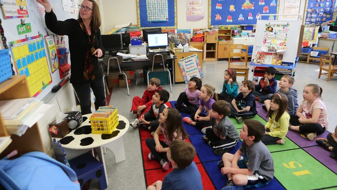 Margaret Lynch teaches her afternoon kindergarten class in May 2015 at the Lincoln Avenue Elementary School in Pearl River. This school year, the district in southern Rockland has full-day kindergarten.