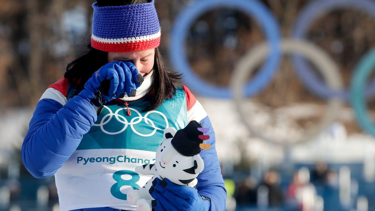 Bjoergen dominates in last Olympic race, wins 5th medal