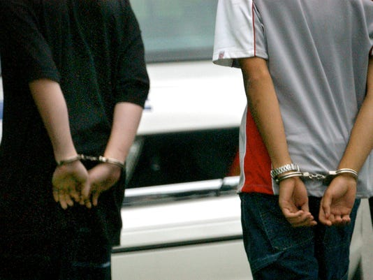 636277623657416088-082603-BIL-TWO-HANDCUFFED-KIDS-312762.JPG