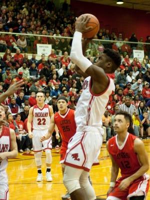 Twin Lakes' Kris Goodlow gets an open look against Fort Wayne Luers.