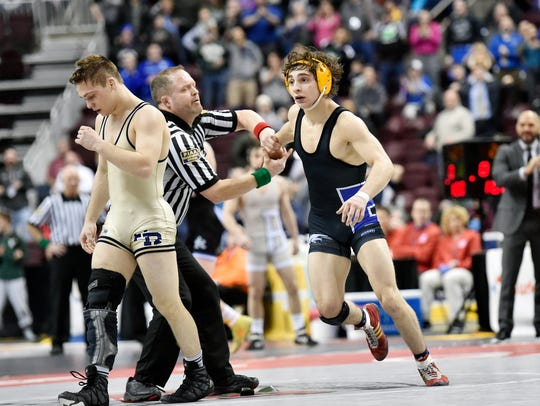 New Hawkeye Austin DeSanto, right, was the only person to beat Iowa's Spencer Lee, left, in high school. Lee, to be fair, was wrestling on a freshly torn ACL in that March 2017 match shown here.