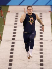 Ashland tight end Adam Shaheen runs the 40-yard dash at the NFL Scouting Combine in Indianapolis.
