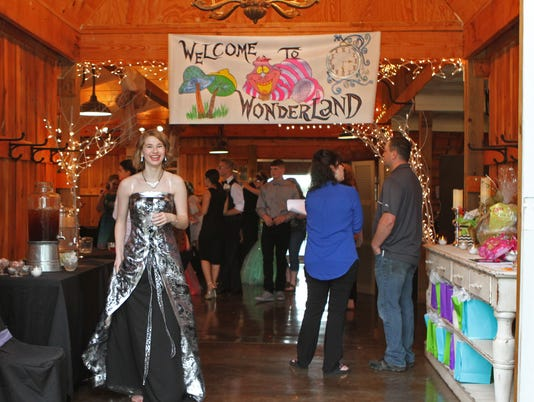 635971050063524564-Homeschool-Prom-43-A.jpg