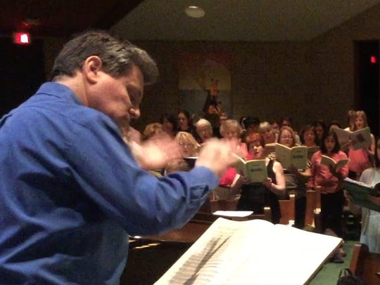 Gulf Coast Symphony Director Andrew Kurtz leads combined