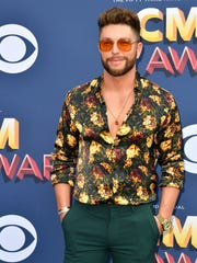 Chris Lane had his own style at the ACM Awards red carpet Sunday.