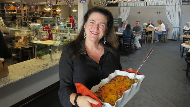 Wicked's Brew owner Gwendolyn Zero poses with a casserole of mac 'n'  cheese topped with roasted tomatoes in the dining room of the Ventura restaurant, which is organizing a comfort-food competition to mark its grand opening on Jan. 28.