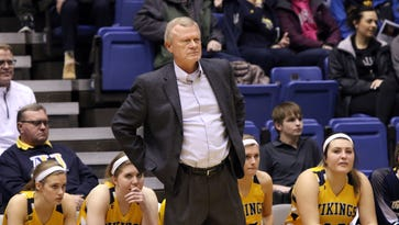 Dave Krauth wins 600th game at Augustana