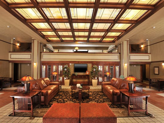 This Frank Lloyd Wright-designed hotel, the Historic Park Inn Hotel, in Mason City features a restaurant, lounge, a large ballroom, Wi-Fi, 500-thread count linens, fitness center, Frank Lloyd Wright design, on-site parking.