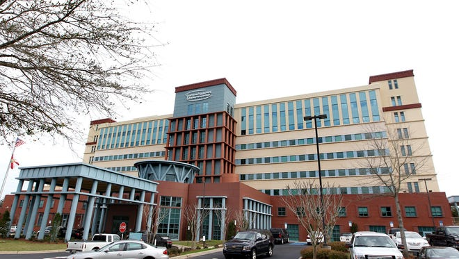 Capital Regional Medical Center has been chosen by the American Cancer Society to receive a Colorectal Cancer Partnership Award .