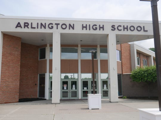 The entrance of Arlington High School