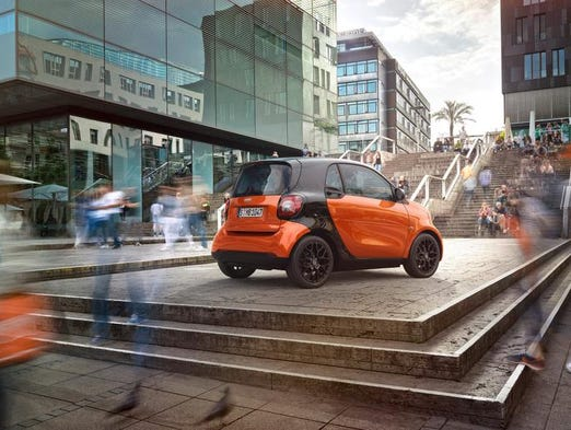 <p>On the 2015 smart ForTwo, body panels are shown in lava orange (metallic), and the tridion safety cell is in black.</p>