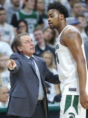 Michigan State coach Tom Izzo talks to forward Nick Ward during the second half of MSU's 84-73 loss Tuesday at Breslin Center.