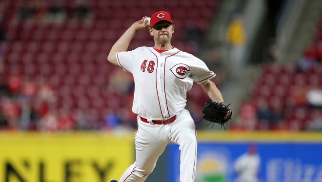 Cincinnati Reds relief pitcher Jared Hughes (48) delivers in the sixth inning during a National League baseball game between the New York Mets and the Cincinnati Reds, Monday, May 7, 2018, at Great American Ball Park in Cincinnati.