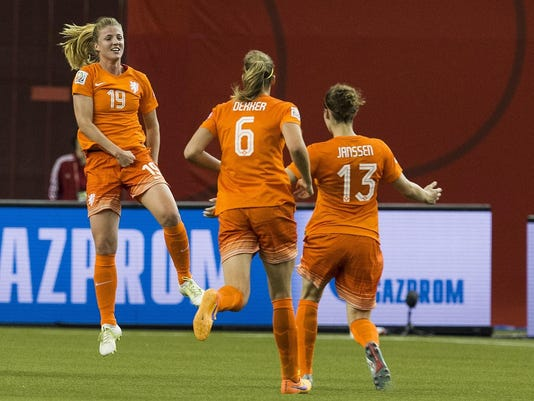 FBL-WC-2015-WOMEN-MATCH25-NED-CAN