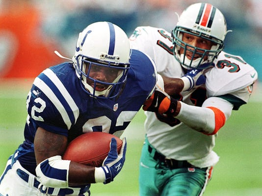 Indianapolis Colts running back Edgerrin James (L)