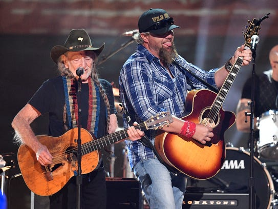 Willie Nelson and Toby Keith perform at the Merle Haggard