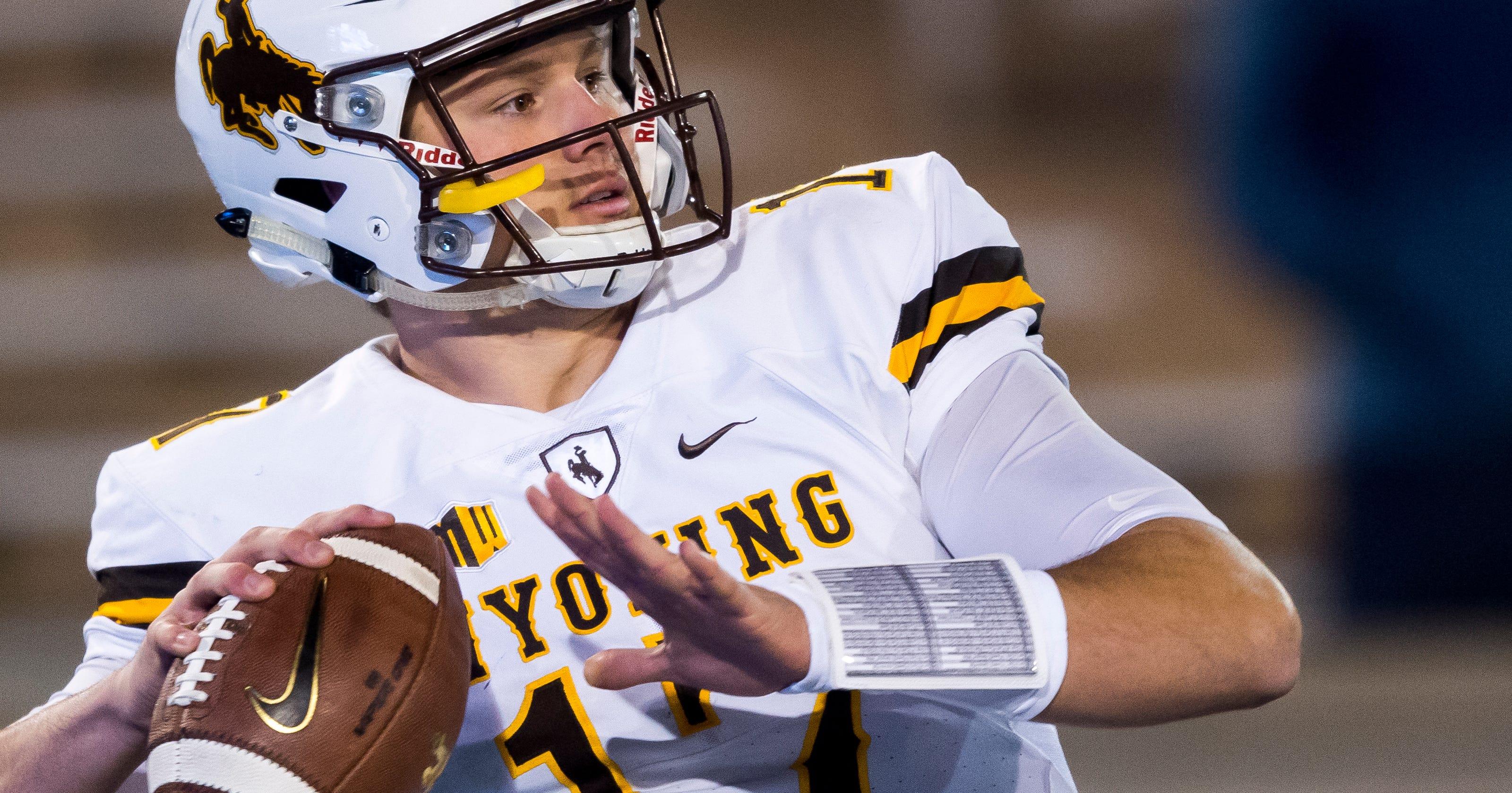 brand new 24361 9818f Wyoming QB Josh Allen has injured throwing shoulder