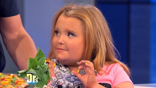 Honey Boo Boo tries some pizza.
