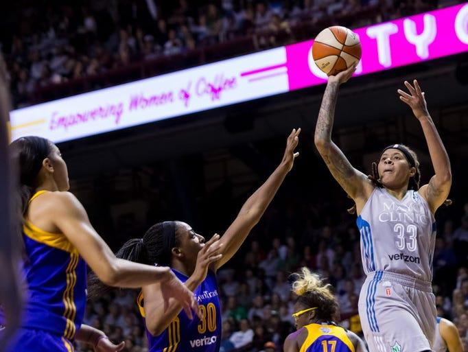 wnba sport Atlanta dream trade bria holmes to connecticut sun dream acquire no 15 pick in 2018 wnba draft, 2019 second-round selection from sun.