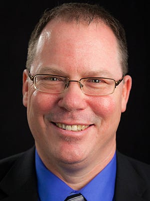 Lawrence University football coach Rob McCarthy.