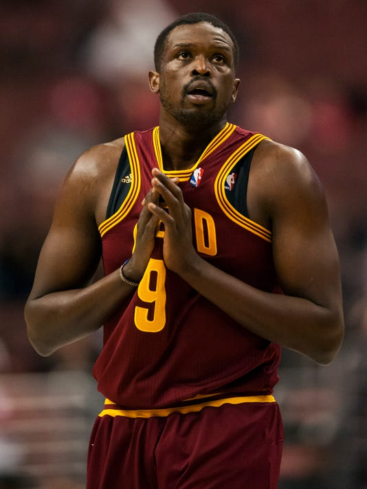 Rockets reach out to Luol Deng during Chris Bosh wait