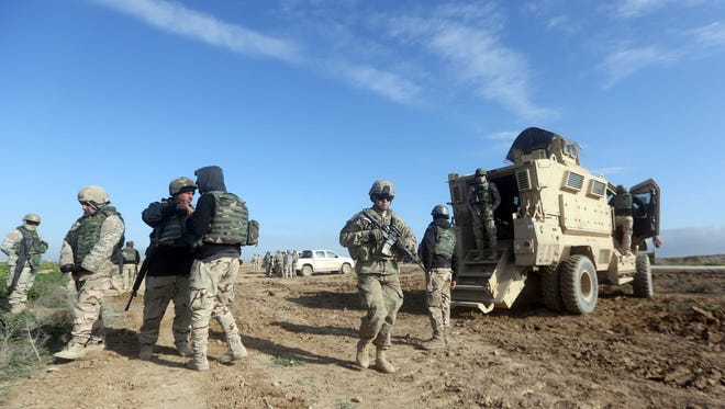 U.S. soldiers monitor as they train Iraq's 72nd Brigade in a live-fire exercise in Basmaya base, southeast of the Iraqi capital, Baghdad, on Jan. 27, 2016.