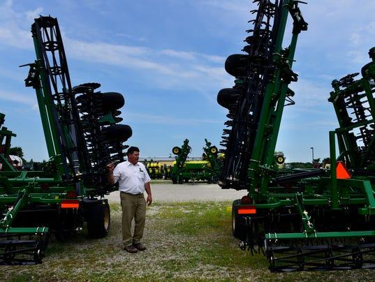 636050530246129637-bay-tractor-02.jpg