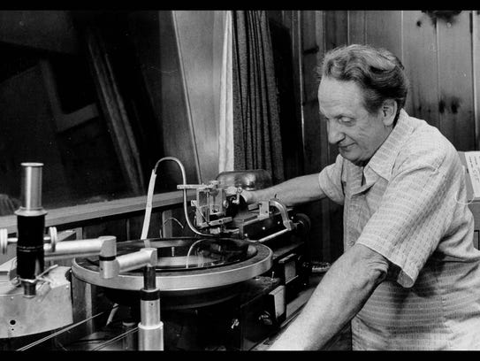 Les Paul with a Lathe in his Mahwah Home Studio.