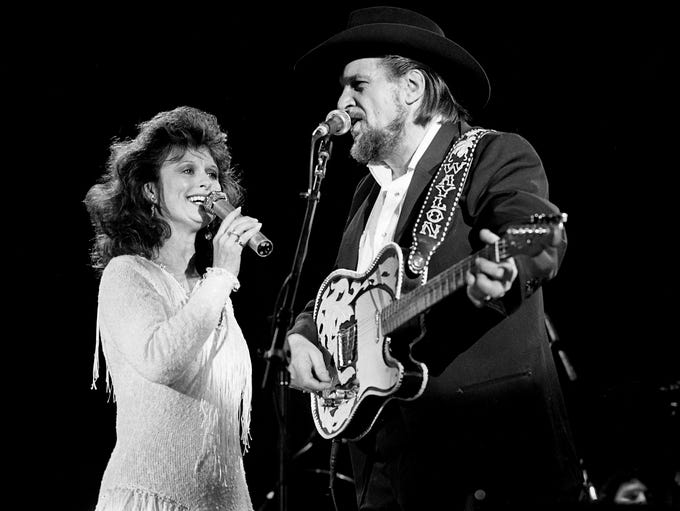 Jessi Colter and Waylon Jennings team up to serenade