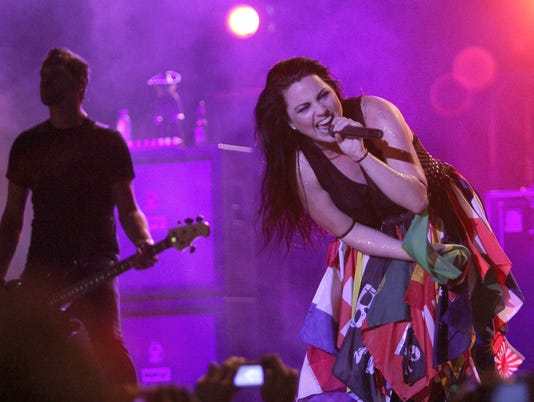 PARAGUAY- EVANESCENCE IN CONCERT