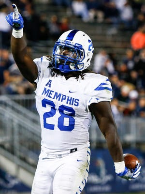 Memphis running back Doroland Dorceus celebrates a touchdown run against UConn in the third quarter Oct. 6, 2017.