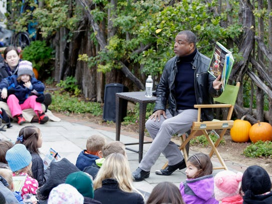 Actor Author LeVar Burton reads to the crowd at Bookworm