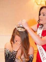 Jaclyn Oakes being crowned Miss Southwestern Virginia