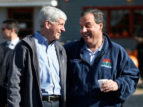 Michigan Gov. Rick Snyder, left, talks with New Jersey