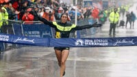 Desiree Linden, who finished second in the 2011 Naples Half Marathon, becomes first U.S. women's victor in 33 years.