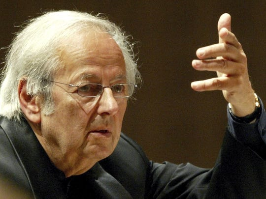 Andre Previn conducts the the Oslo Philharmonic Orchestra during the Lucerne Festival in the concert hall in Lucerne, Switzerland on Sept. 1, 2004.