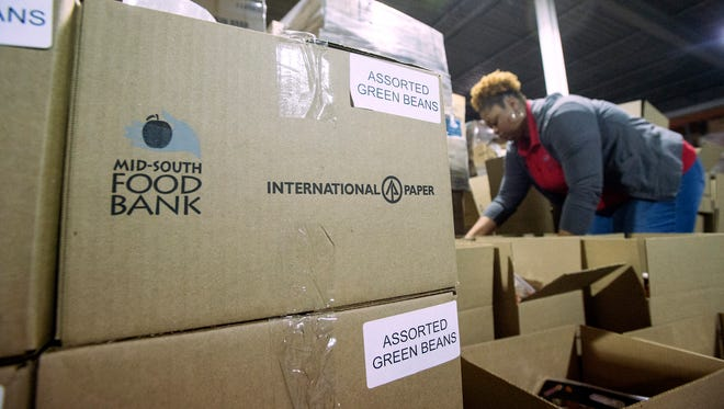 December 19, 2017 - Director of Programs for the Mid-South Food Bank Lakeisha Edwards packs boxes of groceries at the Mid-South Food Bank. International Paper donated the boxes used to package the food for delivery. (Brandon Dill/Special to The Commercial Appeal)
