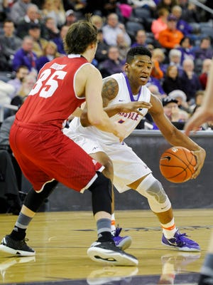 Evansville Aces guard Jaiveon Eaves (4) is guarded by Bradley Braves guard Jayden Hodgson (35) during their game at the Ford Center in Evansville, Wednesday, Jan. 4, 2017. Bradley beat Evansville 74-63.