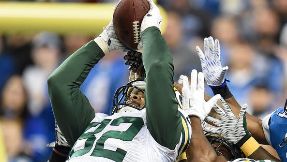 Green Bay Packers tight end Richard Rodgers (82) pulls