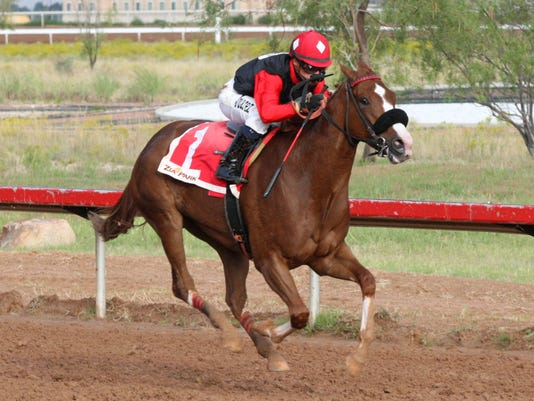 635873382521751802-BELLEOFTHEBEACH---Chaves-County-Stakes---11th-Running---10-05-15---R11---ZIA---Finish-2.jpg