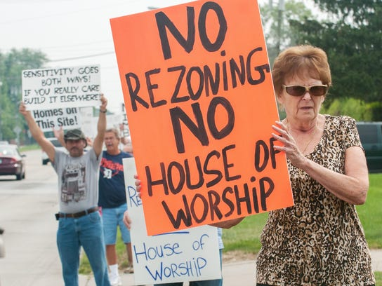 sterling heights muslim Christian refugees fire back against obama  sterling heights  the mayor and city council voted feb 21 to settle a lawsuit by a shiite muslim.