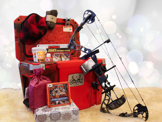 This assortment of hunting gifts includes from top