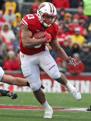 Wisconsin Badgers running back Jonathan Taylor finds room to run.