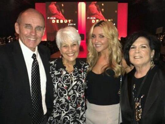 Amanda Bynes and her parents (c) Twitter