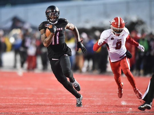 Eastern Washington wide receiver Kendrick Bourne (11) runs for a touchdown on a pass reception against Youngstown State as the Penguins' Nate Dortch pursues during the first half of an NCAA FCS football playoff semifinal, Saturday, Dec 17, 2016, in Cheney, Wash.