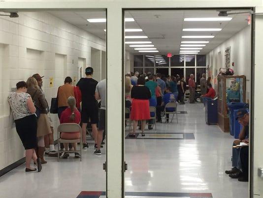 Voting line mesita