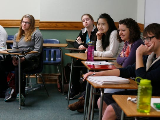 Students in an honors 205 class at Drury University
