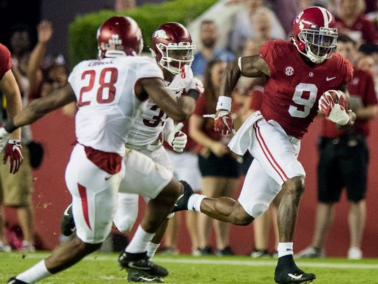 Alabama running back Bo Scarbrough (9) carries against